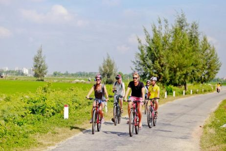 Discovering Hue by bicycle