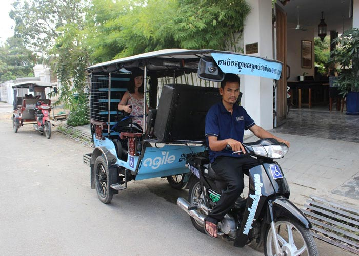 Travel around the city on tuk tuk