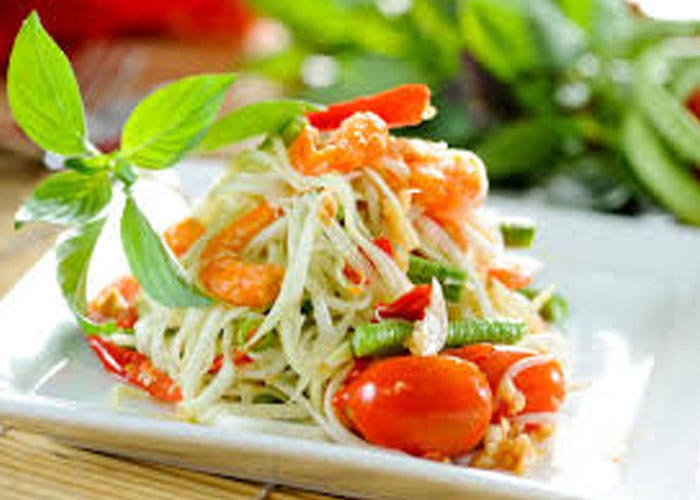 Tam Bak Hung (Green papaya salad)