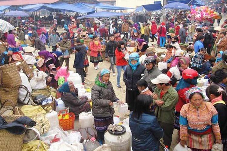 Visit local market in Bac Ha