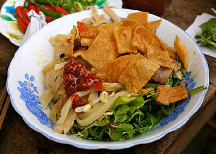 Cao lau - the essence of Hoi An food